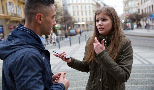 Молоденький пикапер пригласил незнакомку в гости и отымел ее в киску...