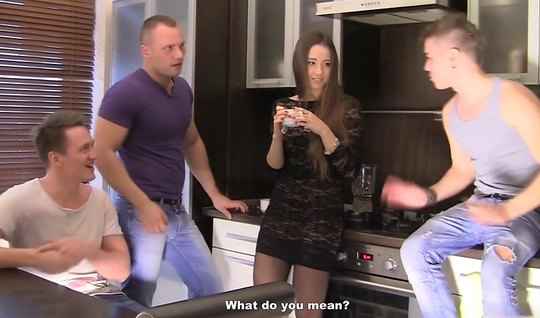 Во время русской групповухи девушка кончила от двойного проникновения...
