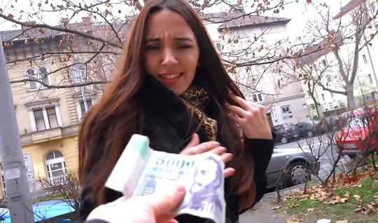 Русская девушка после пикапа согласилась на съемку секса с незнакомым ...