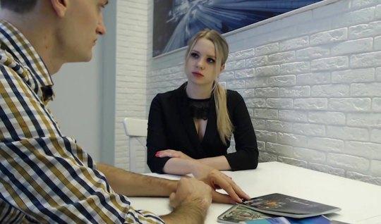 Репетитор разводит студентку в чулках на куни и домашнее порно на стол...