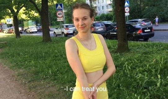 Русская девушка во время пикапа не отказалась от домашнего траха...