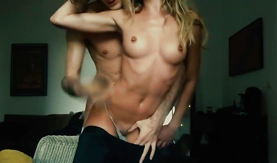 Молодая русская пара снимает свой частный секс на видео и показывает е...