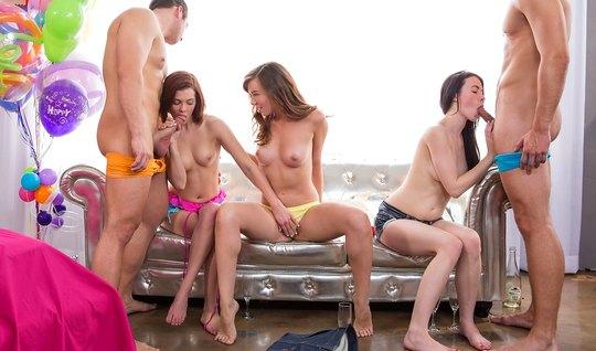 Сексуальные и молодые шлюшки обожают устраивать оргию с мужчинами...