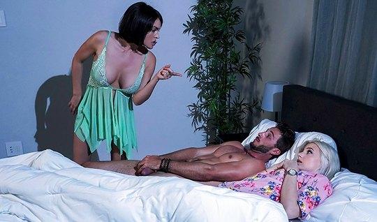 Мамочка изменяет своему мужу с молодым парнем своей дочери...