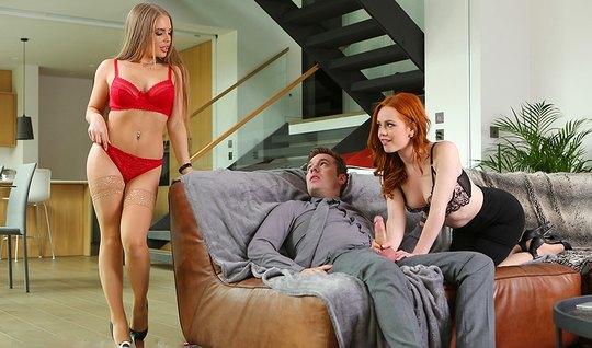 Рыжая подружка с блондинкой в чулках подарили парню групповой секс...