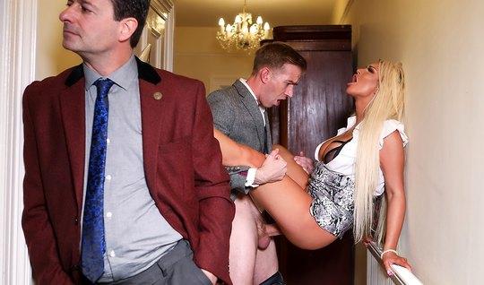Блондинка с большими дойками и тату на теле изменяет мужу с его другом...