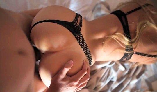 Блонди в черных трусиках дома полирует раком соседский пенис влагалище...