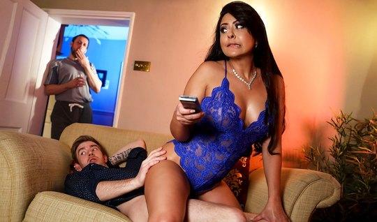 Жена с большими дойками после куни прыгает на члене своего любовника и...