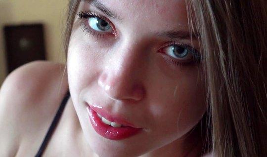 Русская девушка во время съемки домашнего порно крупным планом кончила...
