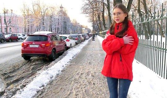 Русская девушка повелась на пикап и трахнулась с парнем у него дома...