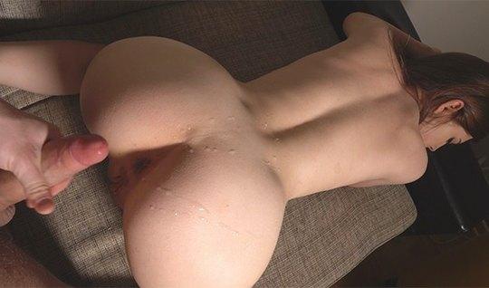 Русская молодая девушка в позе раком испытала оргазм и приняла сперму...