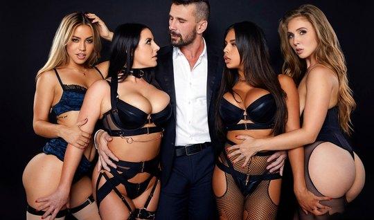 Лесбиянки в чулках пригласили одного мужчину для группового секса...