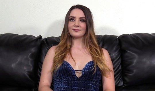 Агент на кастинге раскрутил молодую актрису на долгий вагинальный секс...